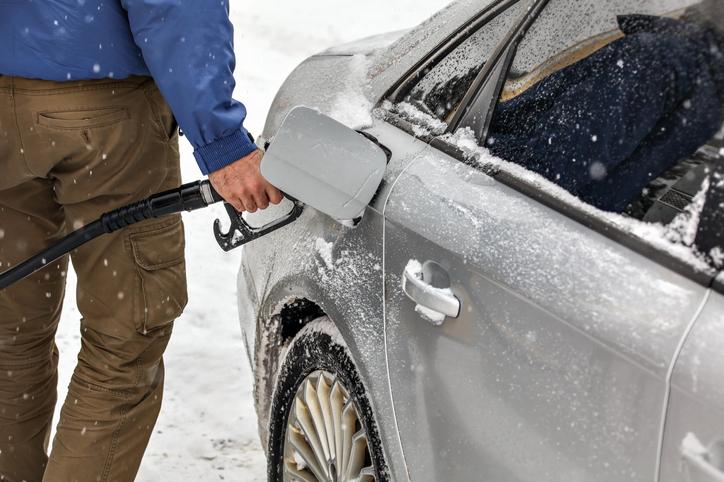 fueling-car-in-alaska
