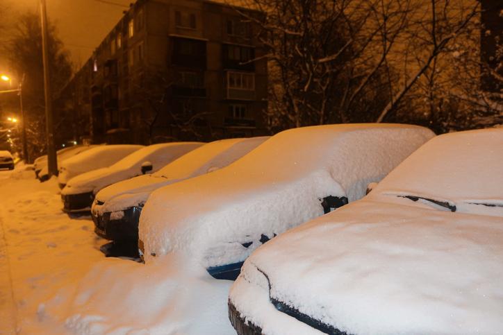 car-with-snow-in-alaska
