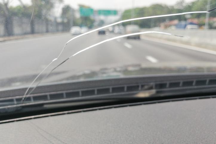cracked-windshield-alaska
